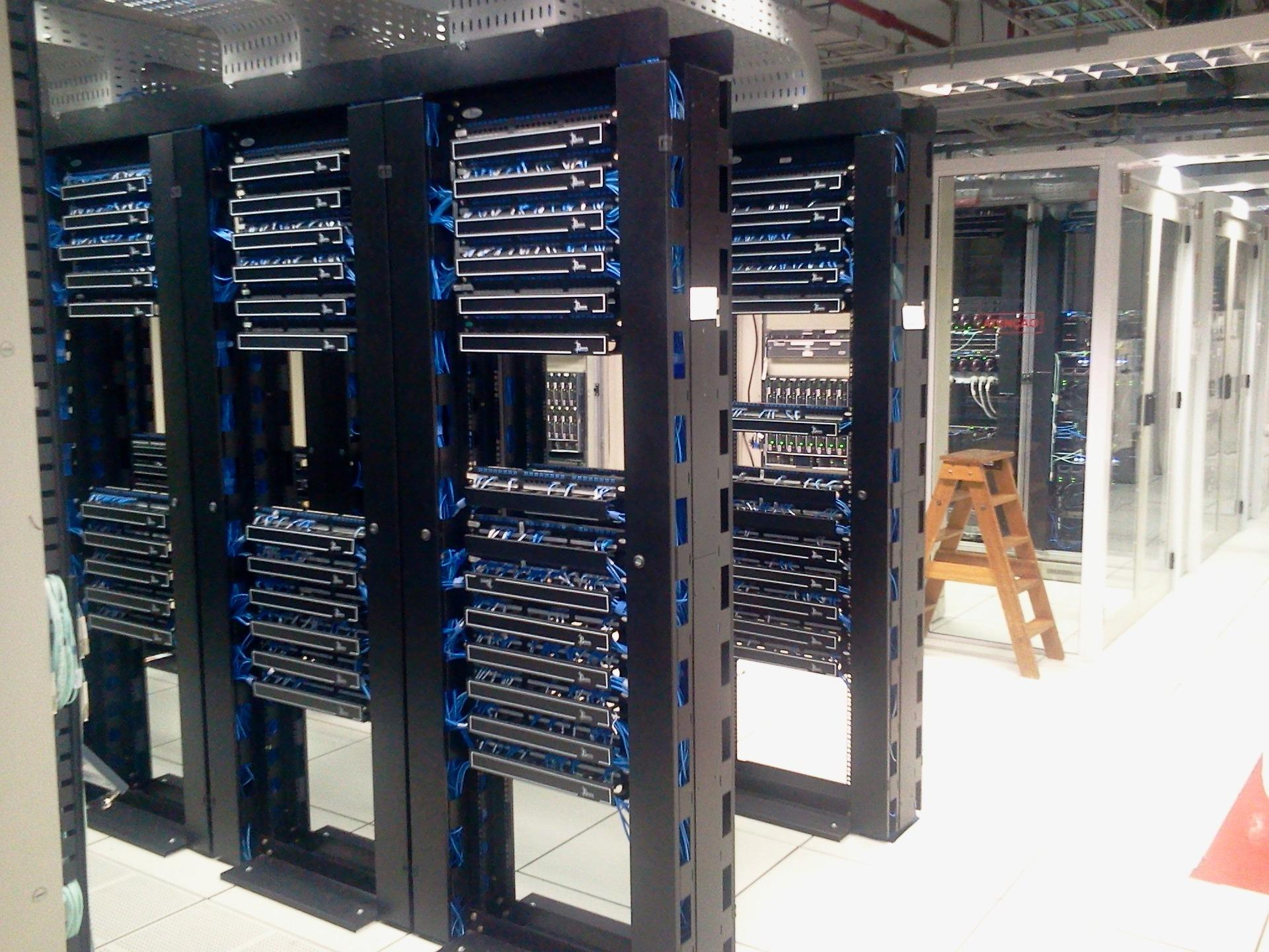 Datacenter environment monitoring and access control systems   HW-group.com